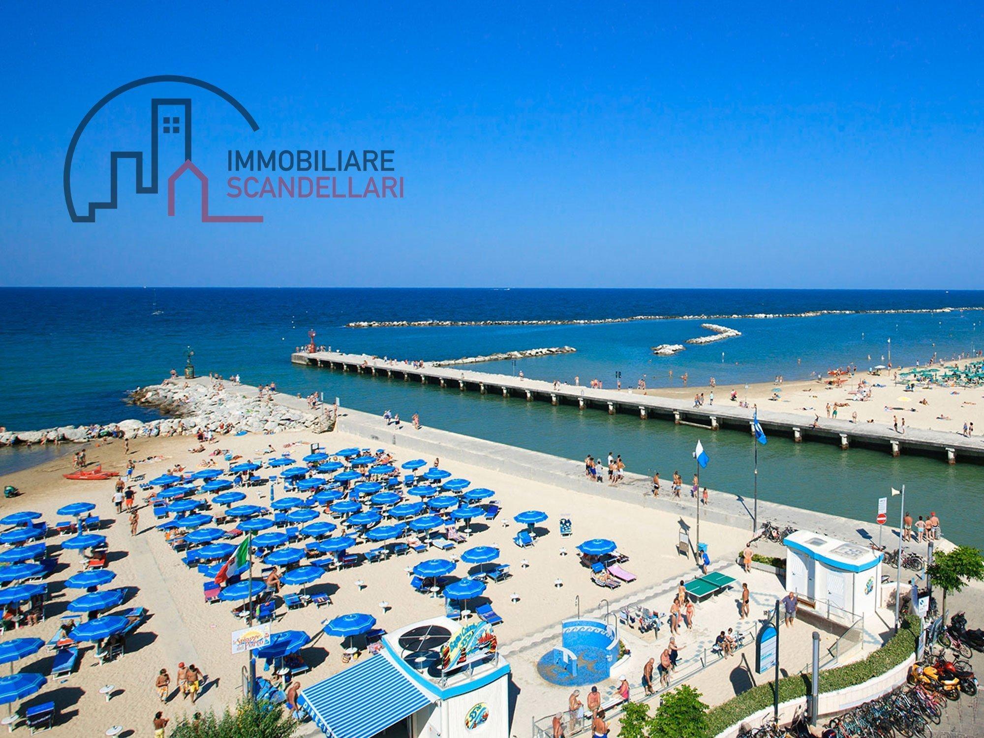 Rimini Bellaria - Hotel 4 stelle fronte mare in vendita - Immobiliare Scandellari