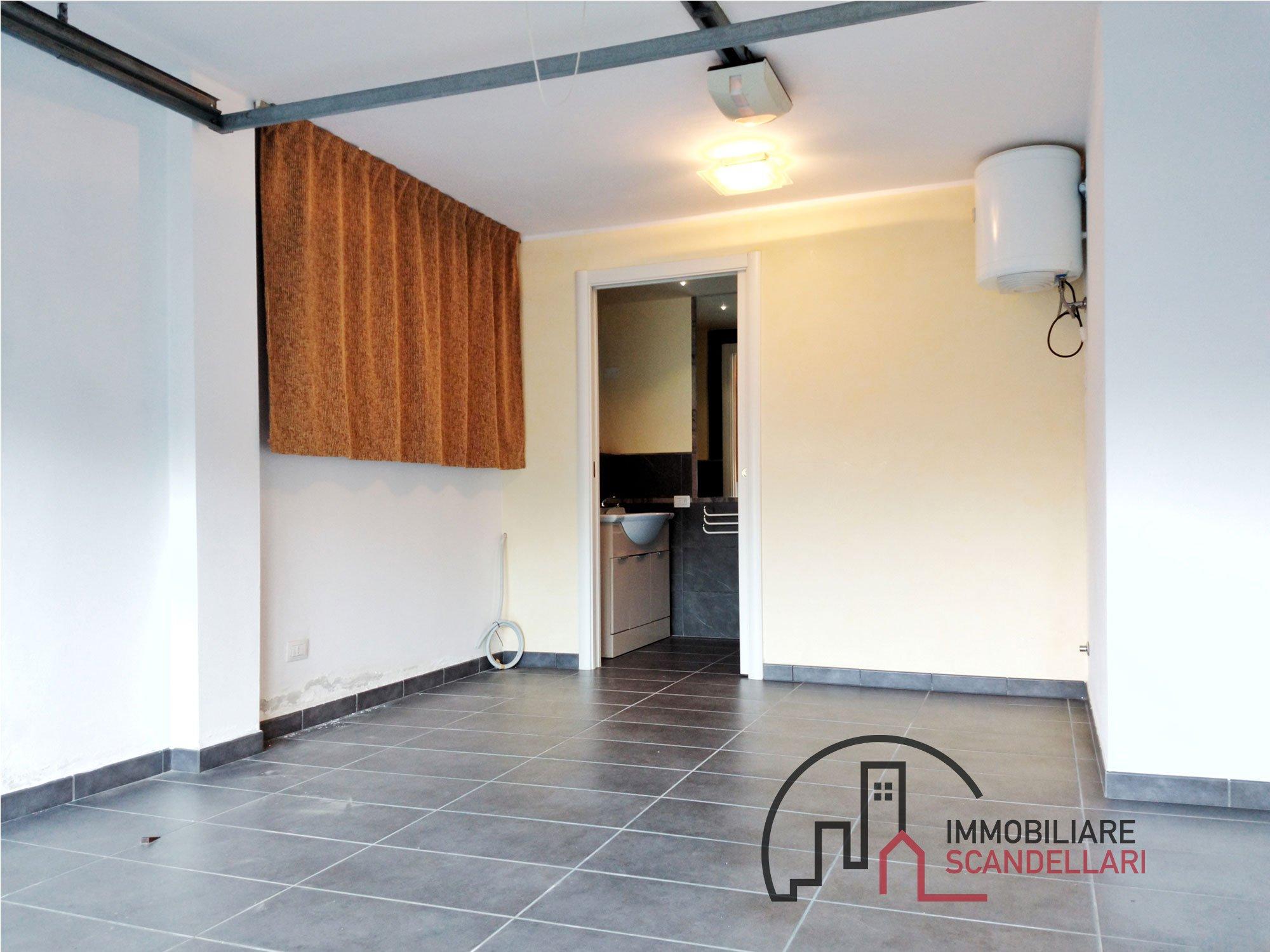 Rimini - Miramare - Garage e due posti auto fronte mare - Immobiliare Scandellari